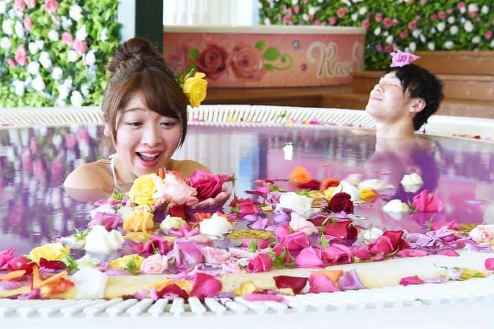 Spa de rosas. Foto JAPANKURU