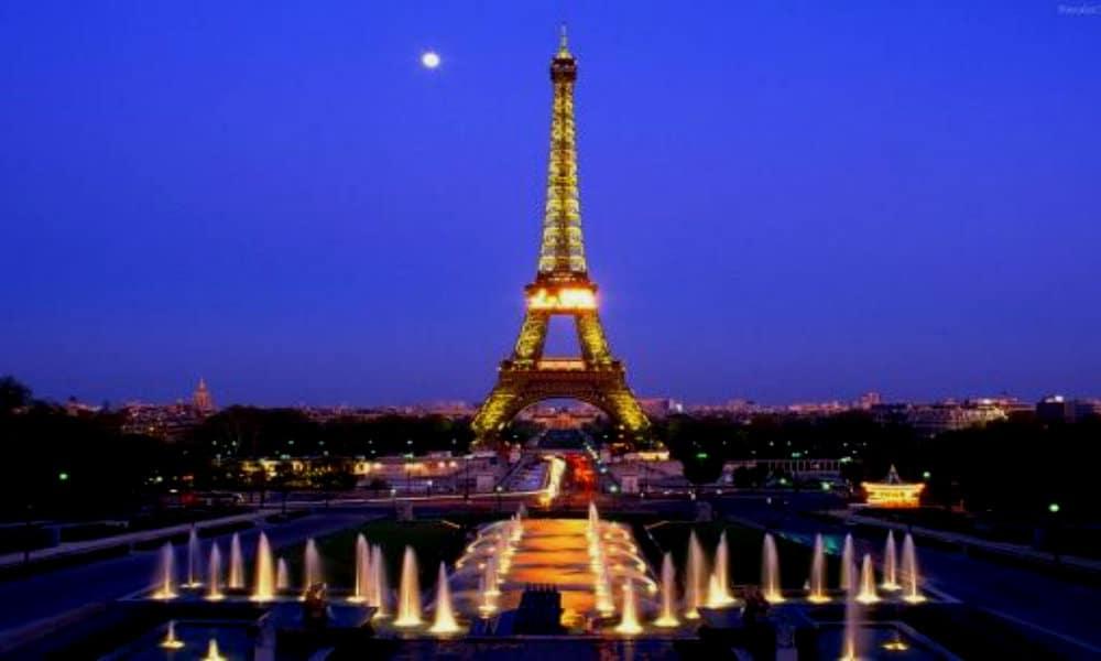 Torre Eiffel by TeleSur
