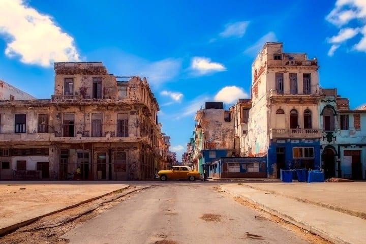 Una muestra del deterioro de los edificios a causa del bloqueo económico.