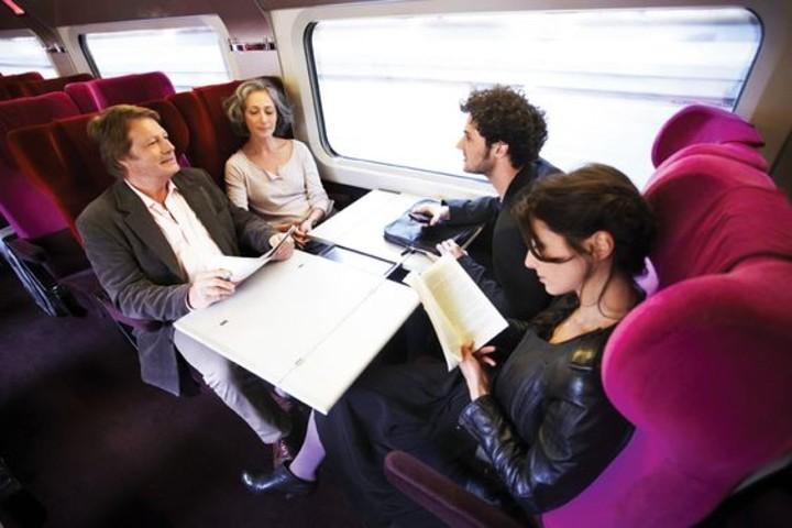 Viaja cómodo y disfruta de las atenciones del personal. Foto Raileurope.