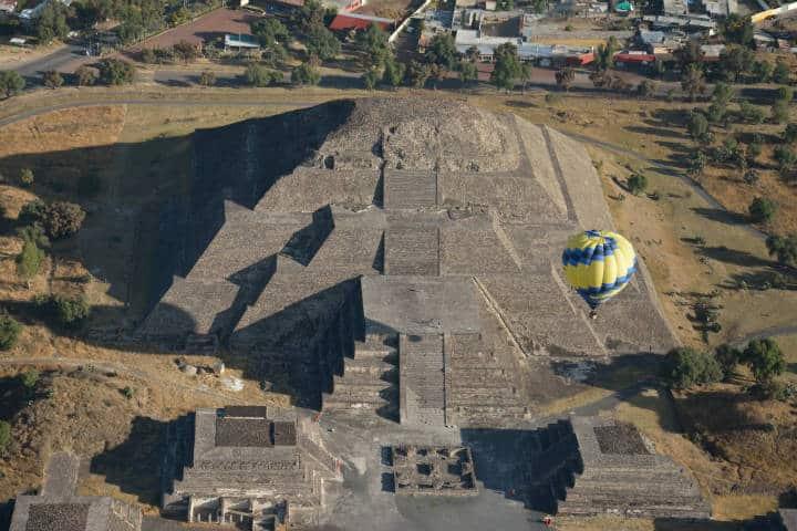 Vista de Teotihuacán desde un globo aerostático. Foto: AleocanaMx