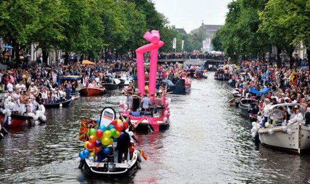 amsterdam-parade-640px-379px-3