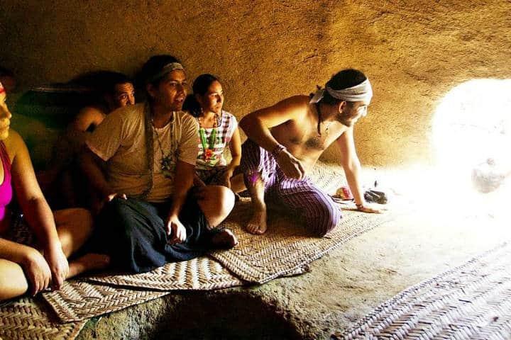 Grupo disfrutando del Temazcal. Foto Archivo 1