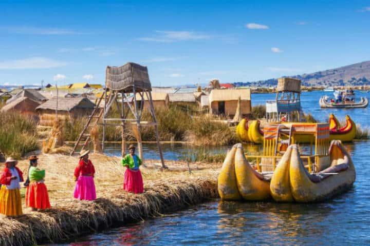 Mujeres a orilla de Río Titicaca. Perú. Foto Archivo 9
