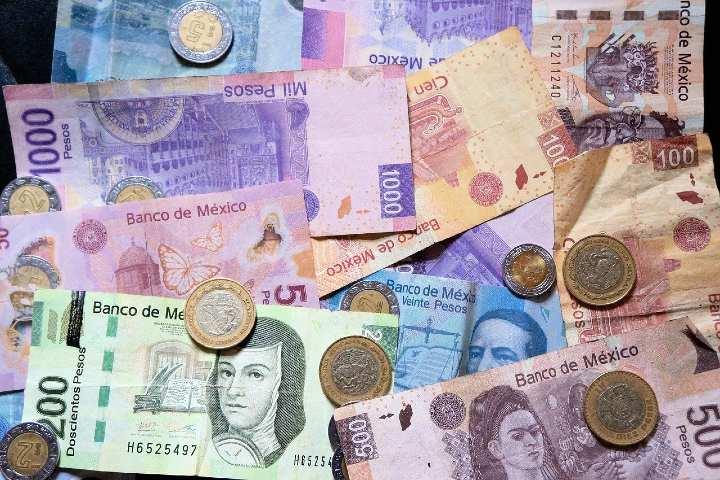 Billetes y monedas mexicanas. Foto Pixabay.