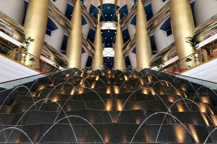 Entrada del Bur Al Arab. Emiratos Árabes Unidos. Foto: Tyler Nowak