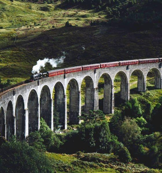 Portada. Tren sobre puente. Reino Unido. Foto Jack Anstey 1