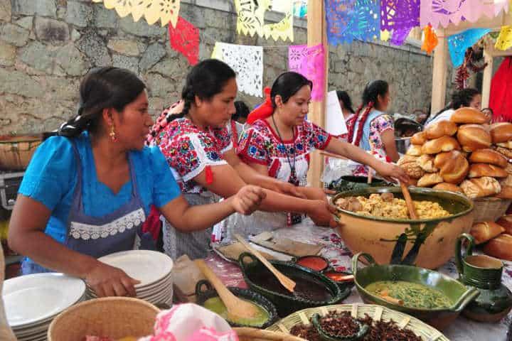 Cocineras tradicionales.Foto.La crítica