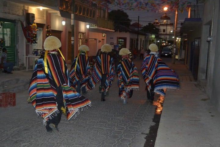 LOS PARACHICOS (2)