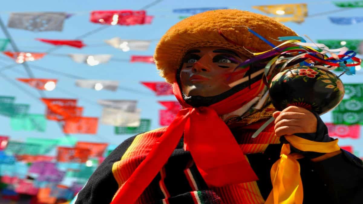 Portada.Danza de los Parachicos Patrimonio Inmaterial de la Humanidad.foto.IMER
