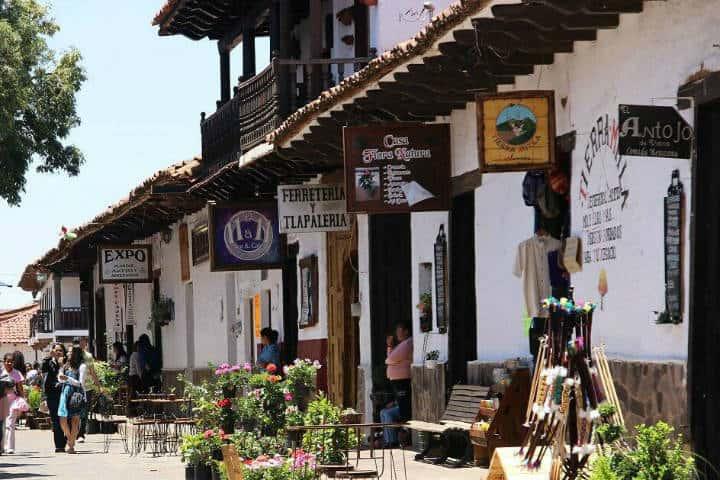 Comercios en Mazamitla. Foto Rasca Mapas.
