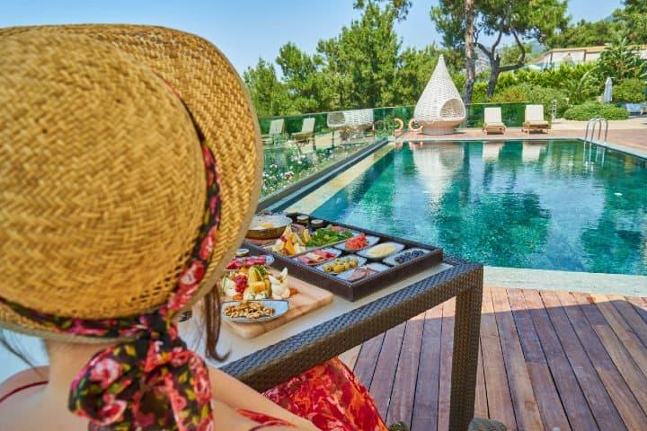 Servicio de hotel. Foto: Engin Akyurt  Consejos para viajar gratis