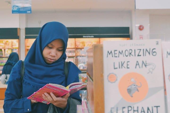 Toko Buku Gramedia Indonesia Aprendiendo idiomas. Foto: Lisda Kania Yuliani