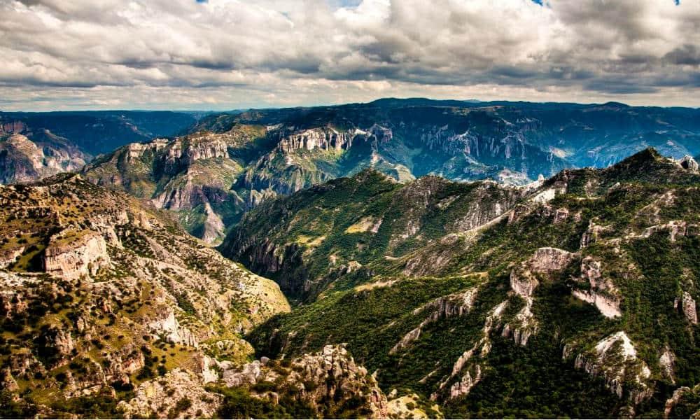 Barrancas del Cobre en el corazón de la Sierra Tarahumara Foto Stars Insider – portada