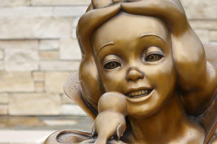 En este recinto podras encontrar estatuas como estas. Foto Filmic Light