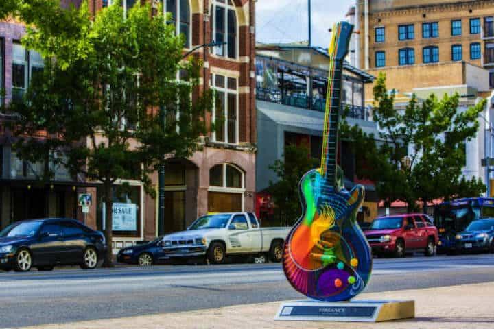 Estas son las famosas guitarras, ¿ya te tomaste foto en todas? Foto Archivo