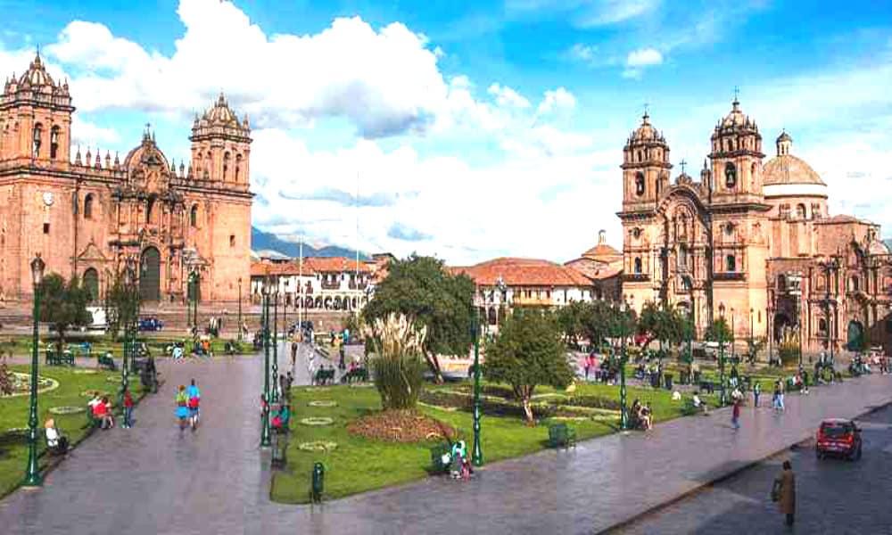 La Plaza de Armas de Cusco Perú es tan hermosa como majestuosa portada Foto Turismo Cusco Perú