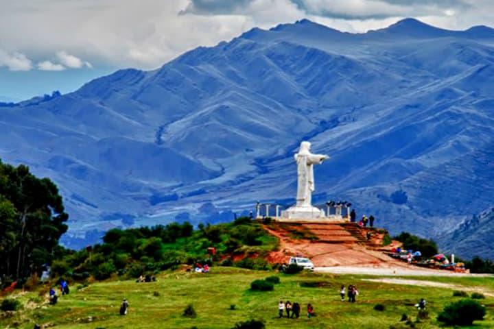 No te pierdas del Cristo Blanco en Cusco Perú Foto Beau Humpherys