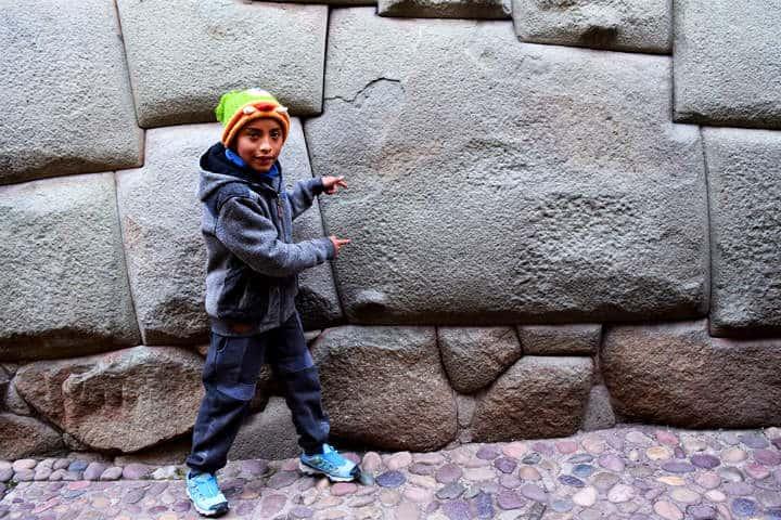 Piedra de 12 ángulos Foto Rumbos del Perú