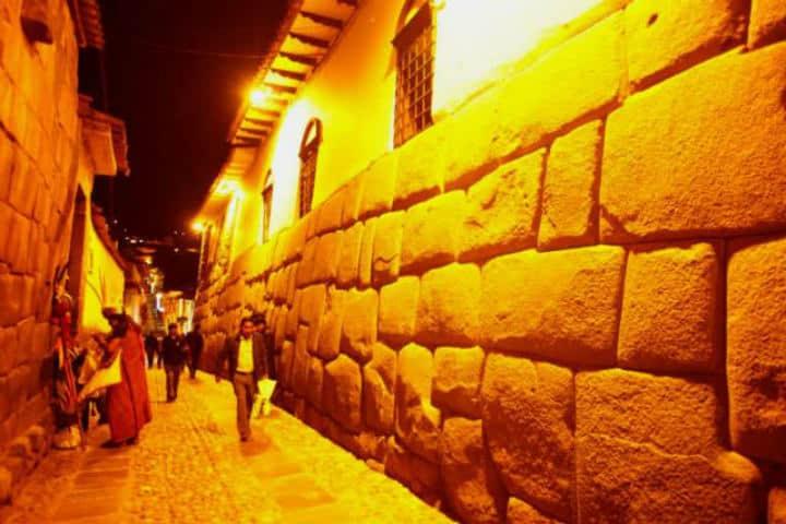 a-galerias_lamagiadecuzco_cuzco-01-640px-426px