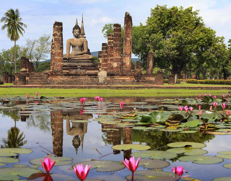 3-main-buddha-statue-in-sukhothai-historical-park-anek-suwannaphoom