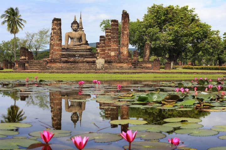 3-main-buddha-statue-in-sukhothai-historical-park-anek-suwannaphoom1