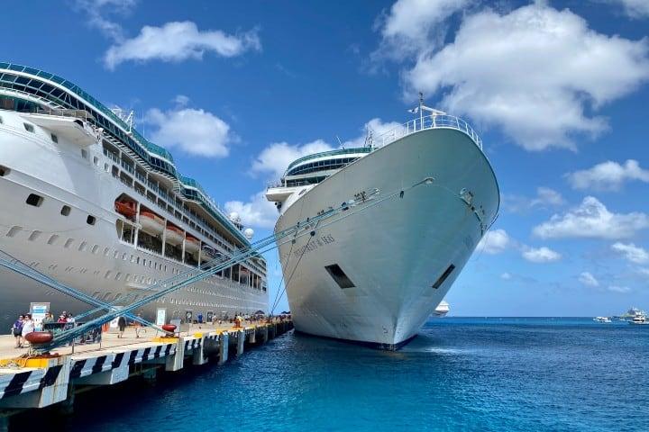 Embarcación de crucero. Foto:  Kevin Bluer