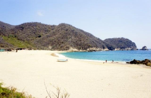 acampar-playa-mexico-maruata-640px-418px