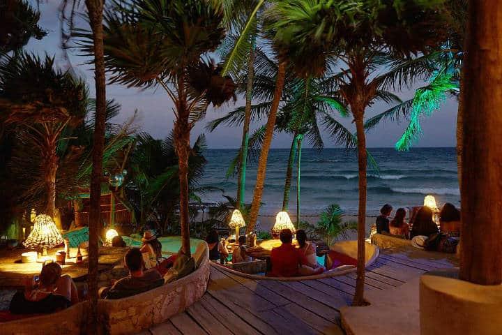 Cenar con vista al Atardecer es uno de los mejores placeres en Papaya Playa Foto Por Papaya Playa Project