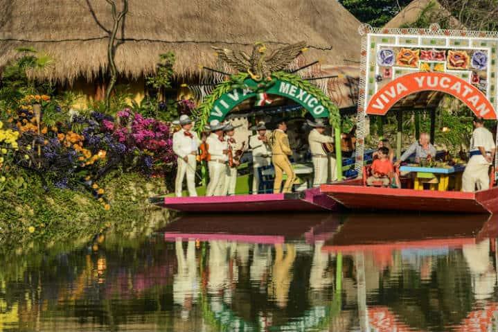 Diversidad,-animación-y-colores-en-el-Parque-Xoximilco-en-Cancún.-Foto:-Cancún-Tours-3