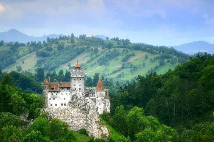 El Castillo de Bran en Transilvania esta rodeado de un gran bosque, otorgándole más misterio Foto danieldudu