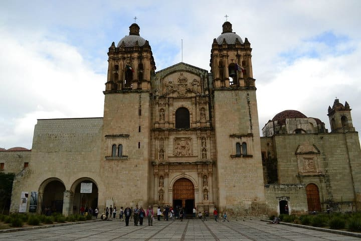 Templo de Santo Domingo, en Oaxaca De Inakiherrasti - Trabajo propio, CC BY-SA 3.0, https://commons.wikimedia.org/w/index.php?curid=31588439