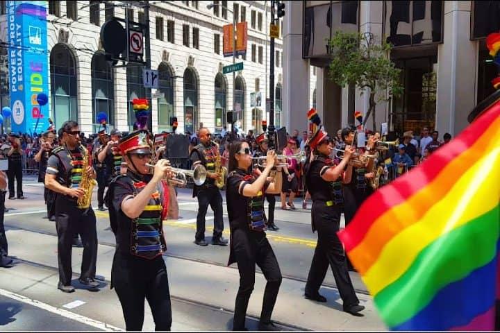La-diversidad-se-vive-como-nunca-en-la-Marcha-Orgullo-Gay-de-San-Francisco.-Foto-Sarah-Isom-Center-2