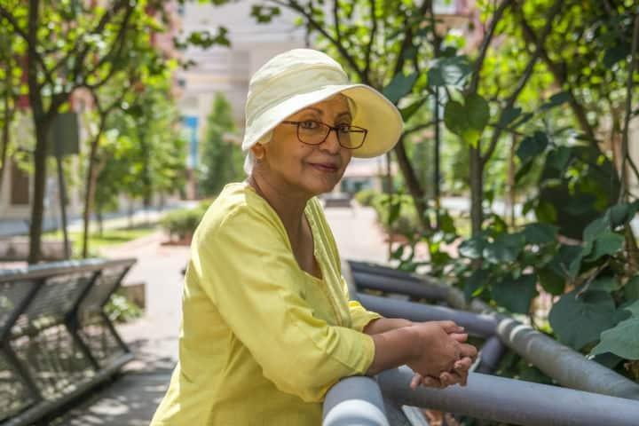 Arma tus maletas para una aventura digna de viajeros de la tercera edad Foto  BBH Singapore