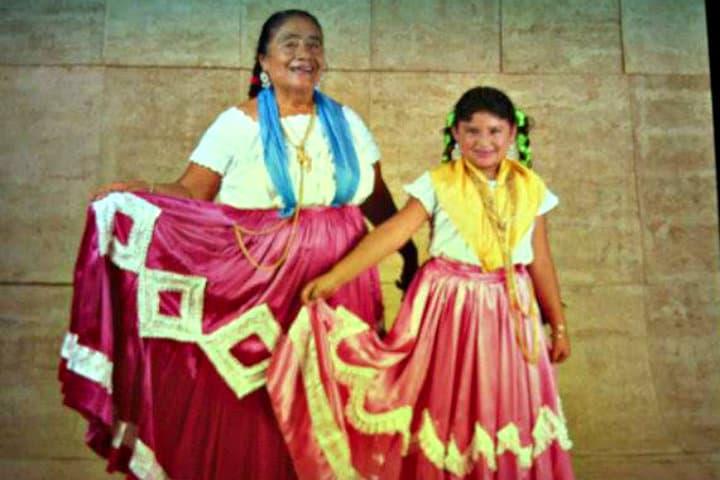Doña Geno con su hija en 1994 Foto Lalo Güendulain