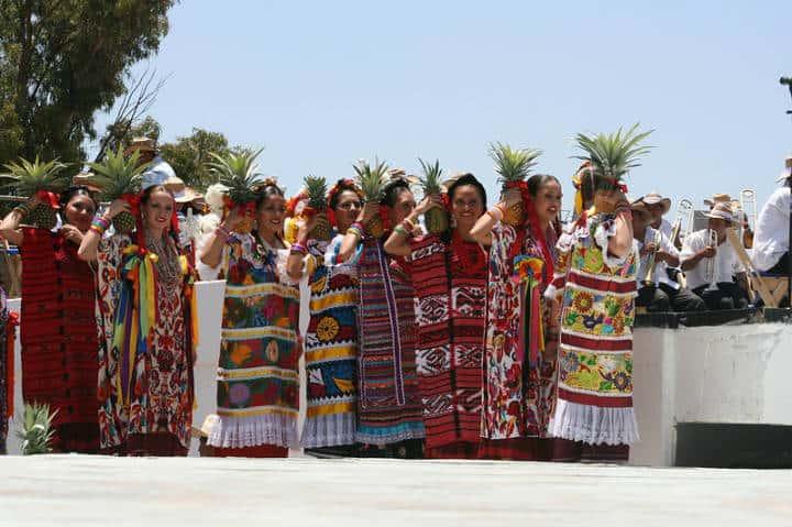 Durante La Guelaguetza se presentan distintos espectáculos culturales como La Flor de Piña de San Juan Bautista Tuxtepec Foto Y! Música