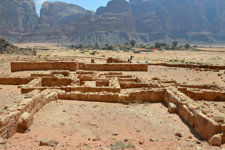 Remains_of_a_Nabataean_temple,_Wadi_Rum,_Jordan