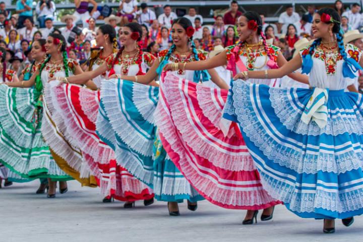 Lo-majestuoso-y-colorido-de-sus-faldas.-Foto-:Tours-Oaxaca-8