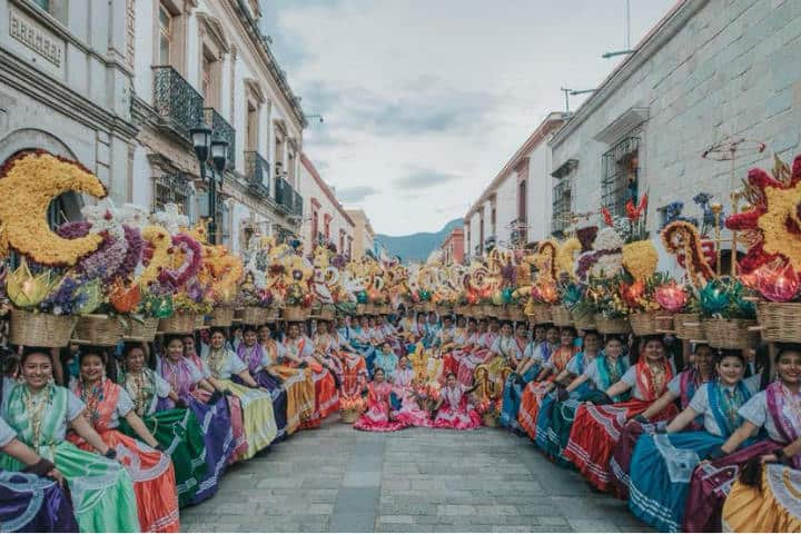 Visita Oaxaca y disfruta un baile de esta magnitud con la precisión y compromiso de las chinas oaxaqueñas Foto Chuchopotts
