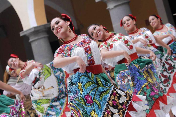 Los-mejores-trajes-de-gala-hechos-a-mano.-Foto:-TuriMéxico-3