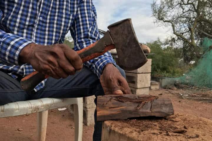 Las manos Seris y Yaquis esculpen el arte en la madera.Foto.Cobertura 360.3