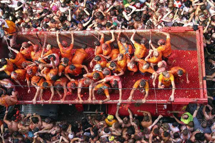 Miles de personas asisten a esta divertida actividad.Foto.Valencia bonita.4