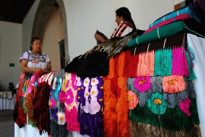 Presenta FONART merecida exposición al Rebozo Foto México