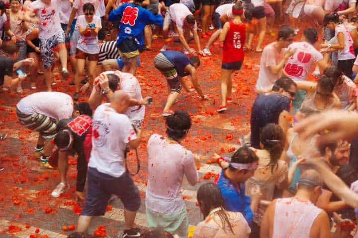 Ve a pintarte de rojo en la Tomatina.Foto.Hotel Sorolla Centro.5