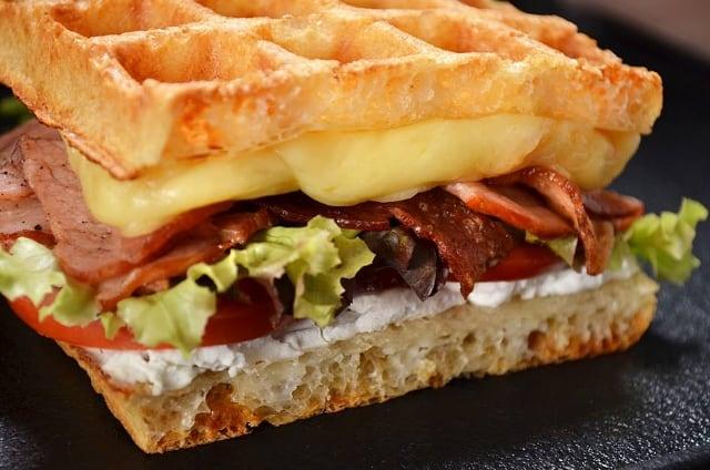 sandwich-waffle-blt.Imagen:Restaurante Freims.archivo