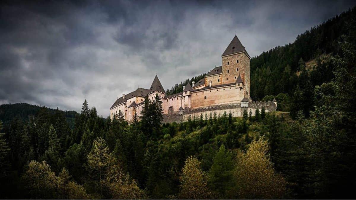 Castillos más macabros del mundo. Portada. Imagen. Archivo