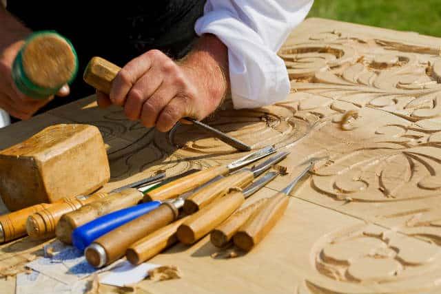 talla en madera con gubias michoacan
