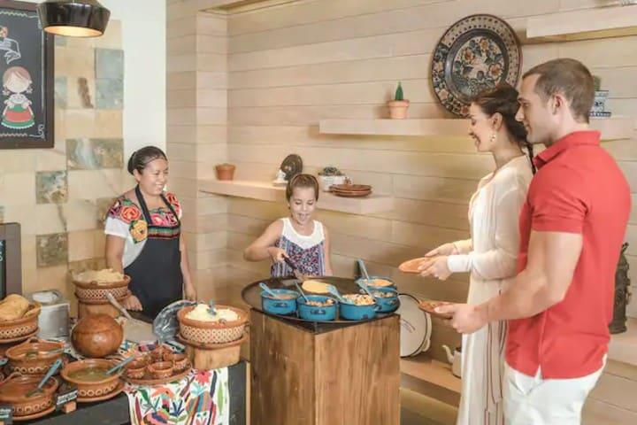 Grand-Hyatt-Playa-del-Carmen-Resort-P419-Lifestyle-La-Cocina-Restaurant-Food-Breakfast-Buffet.4×3