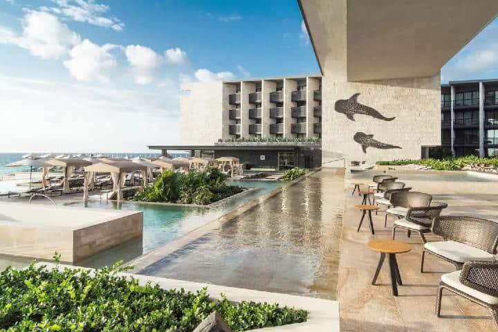 Grand-Hyatt-Playa-del-Carmen-Resort-P478-Poolside-Seating.16×9