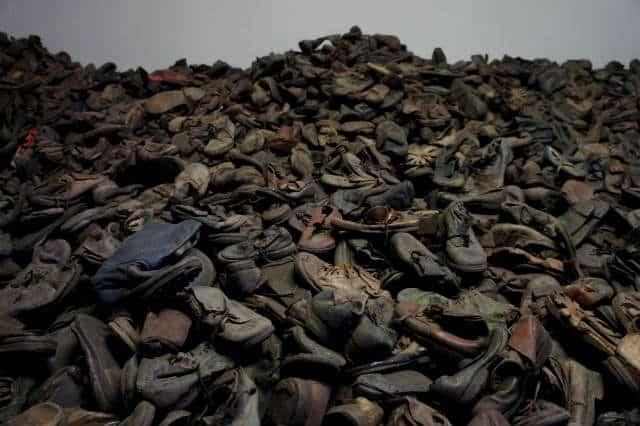 Zapatos Auschwitz